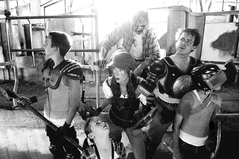 Zombie-family-photoshoot